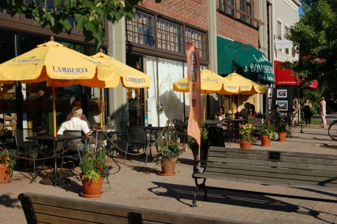 Outdoor Dining along Maine