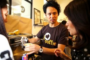 Barista trainer Junichi Yamaguchi offers tips to latte art workshop participants. — Picture by Choo Choy May